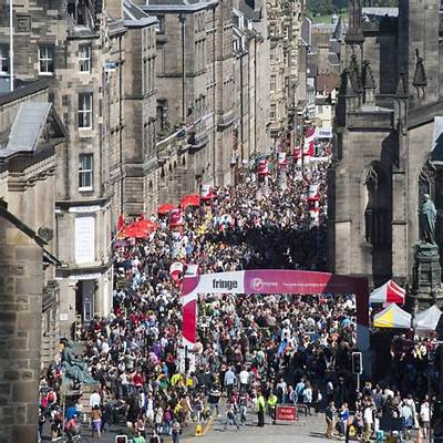 Edinburgh Flipside » Local man stuck in crowd on