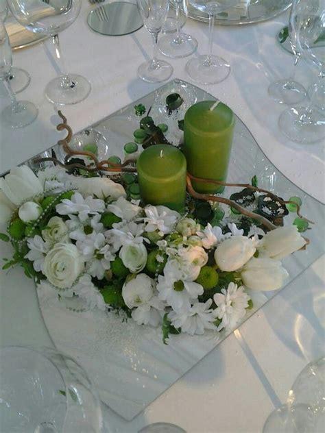 composizioni con candele centrotavola su specchio con candele decorowanie stolu