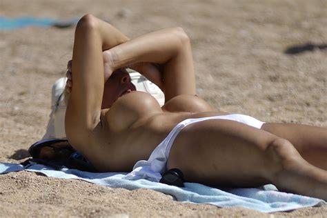 Femmes Bronzant Seins Nus Sur La Plage 141  Porn Pic