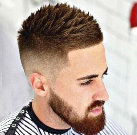 Coupe De Cheveux Homme Dégradé Avec Dessin