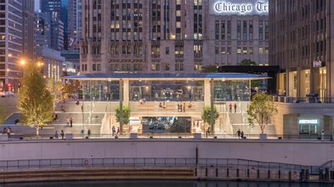 Store Chicago by Flagship Apple Michigan Avenue On The Chicago River Opens