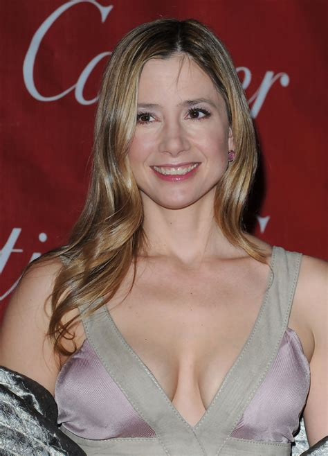 Mira Sorvino Long Wavy Cut - Mira Sorvino Looks - StyleBistro