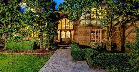 buy   medina mansion  jeff bezoss neighbor