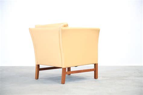 fauteuil danois en cuir beige danke galeriedanke galerie