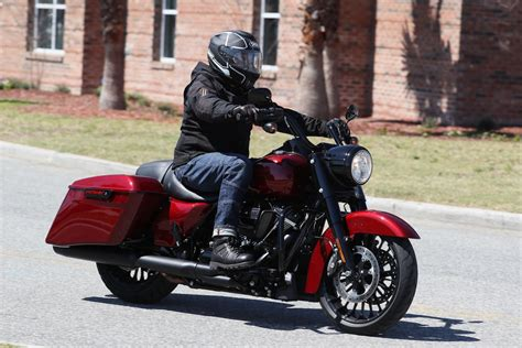 Review Harley Davidson Road King Special by 2017 Harley Davidson Road King Special Ride Fast Facts