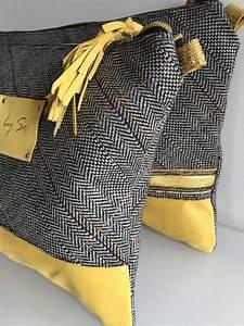 Pochette Tissu Femme : 1000 id es sur le th me foulards jaunes sur pinterest charpes en soie charpe orange et ~ Teatrodelosmanantiales.com Idées de Décoration