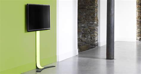 accrocher tv au mur accrocher une tv au mur 17e bricolage proposez vos services