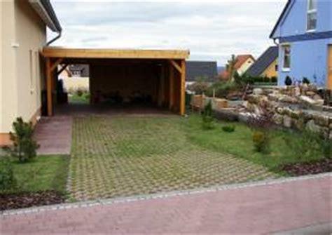 Carport Neben Garage by Garage Garagenvorplatz Einfahrt Am Haus Zufahrt Am