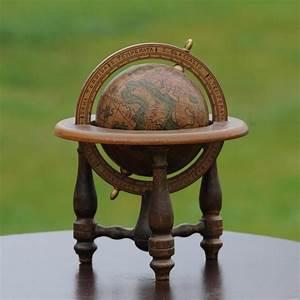 Globe Terrestre Bois : globe terrestre vintage en bois oravis ~ Teatrodelosmanantiales.com Idées de Décoration