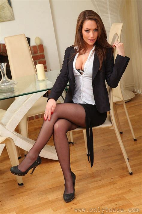 Best Images About Sitting Lovely And Classy On Pinterest Sexy Legs Beautiful Women