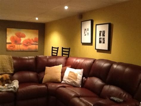 Brown Couch Living Room Wall Colors by Wall Colors For A Burgundy Sofa