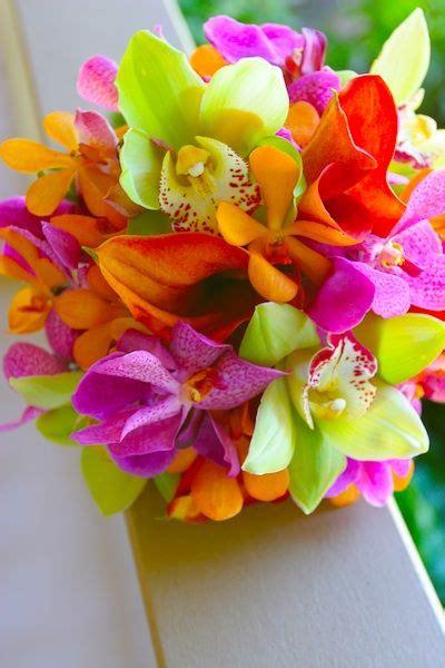 hawaiian wedding flowers bright tropical wedding flowers flowers brides bouquets blue sky weddings