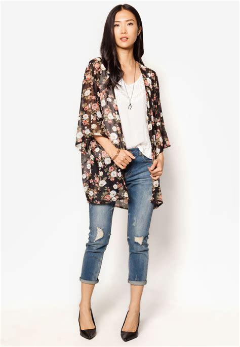 Black Kimono Outfit Ideas