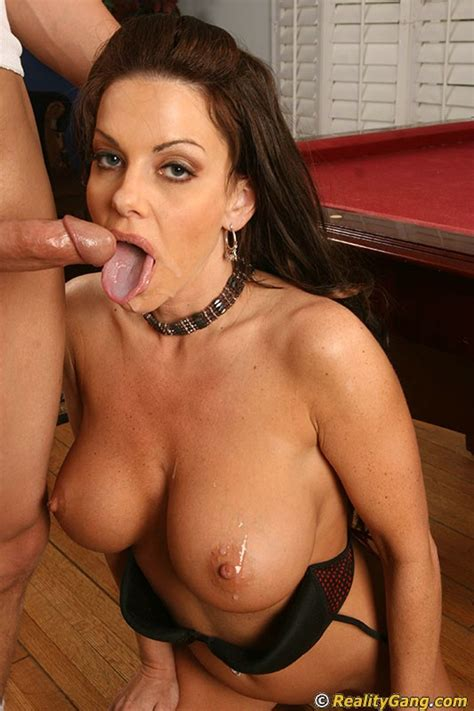 victoria valentino gives a blowjob with ball licking and