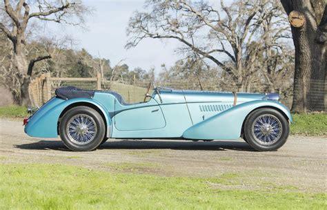 Dit is een schaalmodel van de bugatti type 57 sc atlantic, in de kleur blauw. 1937 Bugatti 57SC fetches over US$9 million at auction   PerformanceDrive