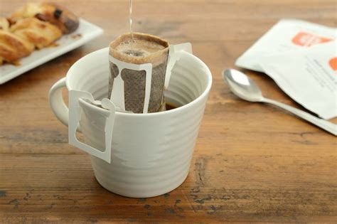 The drip coffee bag was born in japan in the 1990's and has grown to become one of the drip coffee bags also made their debut in the u.k. Portable Drip Coffee Bags | 아이디어