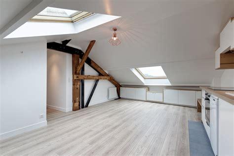 chambre dressing salle de bain loft sous comble aménagé pour location structures apparentes
