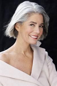 Coupe Courte Femme Cheveux Gris : cheveux gris blancs 12 coiffures et coupes de cheveux ~ Melissatoandfro.com Idées de Décoration