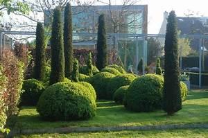 Kleine Gärten Große Wirkung : buchsbaumkugeln und eibe taxus geben diesem garten einen unverwechselbar modernen charakter ~ Markanthonyermac.com Haus und Dekorationen