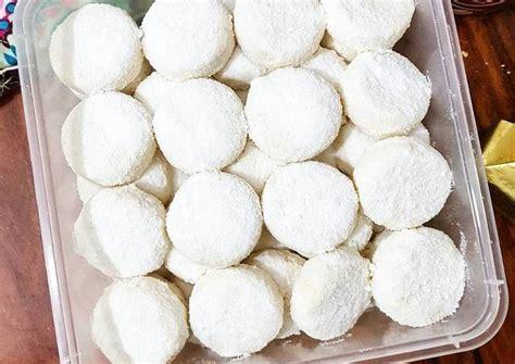 Nah, di bawah ini akan kami sebutkan beberapa resep kue putri salju yang bisa anda coba sendiri di rumah. Resep Putri salju keju lumer oleh Aulia Ardiyanti - Cookpad