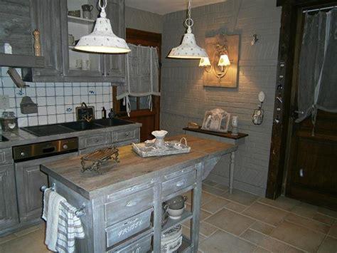 d馗o cuisine et gris cuisine à l 39 ancienne avec placards de cuisine les 2 font la deco