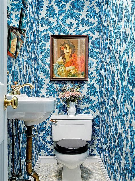 bold decorating ideas  small bathrooms