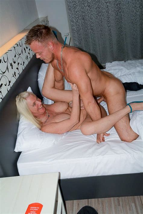 Xxx Omas Experienced Mature Blondie Gets Satisfied In Hot