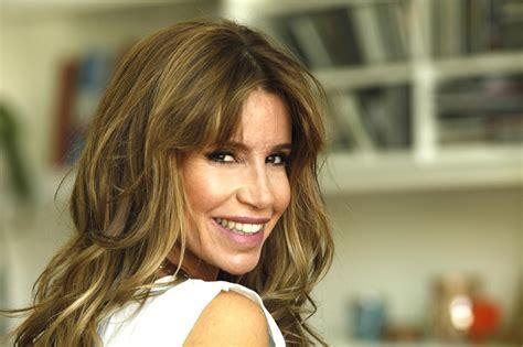 A los 17 protagonizó su primer gran éxito, la comedia son de diez (el. Flor Peña posó desnuda en la tapa de una conocida revista - El Parana Diario