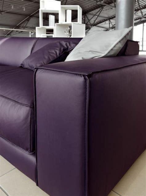 canapé de couleur 80 idées d 39 intérieur pour associer la couleur prune