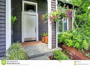 Porte D Entrée Blanche : porche d 39 entr e avec la porte blanche photo stock image ~ Melissatoandfro.com Idées de Décoration
