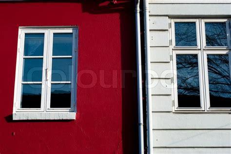 Rote Und Weiße Fassade Mit Fenstern Aus Einer Dänischen