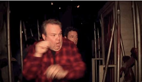 eric stonestreet zona eric stonestreet can t handle this scary af haunted house