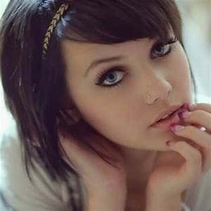Pretty Girl With Brown Hair Blue Eyes Selfie - Sex Porn Images