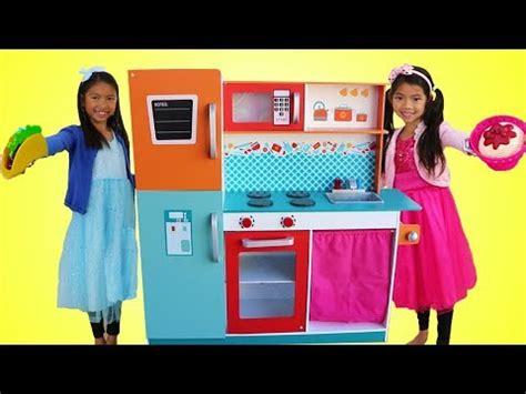 Toys Videos  Vidoemo  Emotional Video Unity
