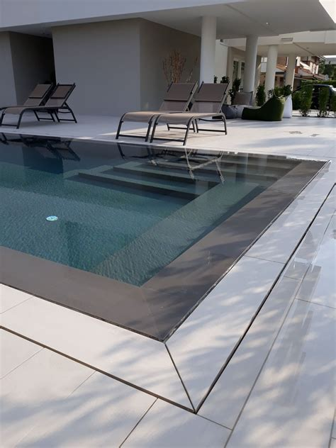 piastrelle bordo piscina rivestimento bordo piscina a jesolo ceramiche zanibellato