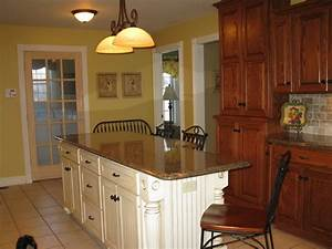Island preference (match cabinets or accent color)