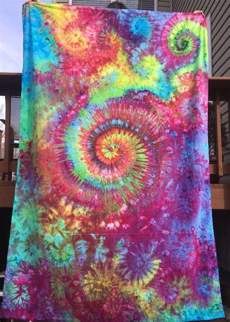 Tie Dye Sheets Best 25 Tie Dye Tapestry Ideas On Pinterest