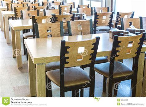 chaise et table de restaurant table et chaise en bois au restaurant image stock image