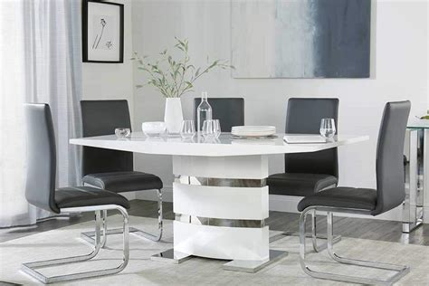 Modern Dining Tables & Chairs