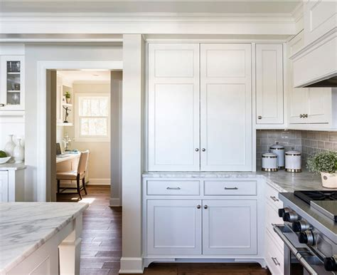 benjamin moore white cabinets white kitchen with inset cabinets home bunch interior 300 | Benjamin Moore Paint Colors. Benjamin Moore Simply White. BenjaminMoore SimplyWhite BenjaminMoorePaintColor BenjaminMooreWhitePaintColor