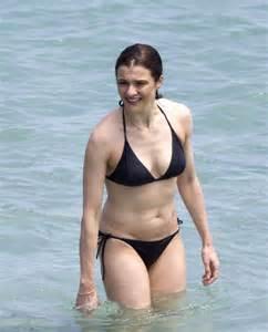 rene russo en bikini rachel weisz in black bikini 04 gotceleb