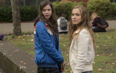 Gandrīz septiņpadsmit (The Edge of Seventeen) | Filmas oHo.lv