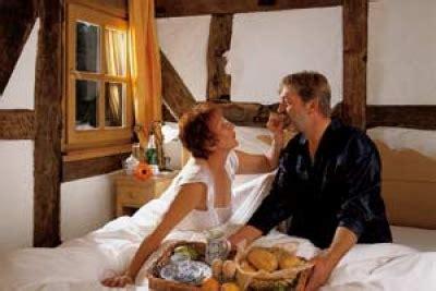 Zu Zweit Im Bett by Geschenktipp F 252 R Verliebte Und Verlobte Hochzeit Premium