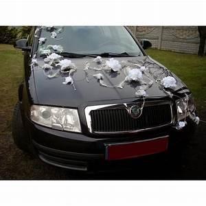 Deco Avec Piece De Voiture : d coration de voiture pour mariage avec plumes et roses bouquet de la mariee ~ Medecine-chirurgie-esthetiques.com Avis de Voitures
