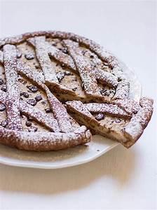 Crostata con Crema al Burro di Arachidi e Gocce di Cioccolato