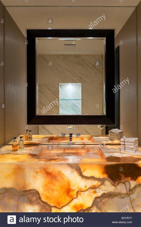 Beleuchtete Spiegel Für Gäste Wc by G 228 Ste Wc Mit Ma 223 Geschneiderten Beleuchtete Marmor