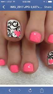 Pink white fun summer pedicure ideas to make your feet stand