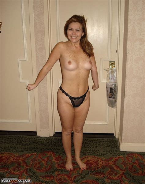 Cute Amateur Wife Posing Topless Home Porn Bay
