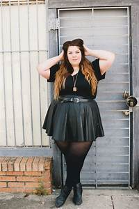 5 stylish ways to wear a plus size mini black skirt - curvyoutfits.com