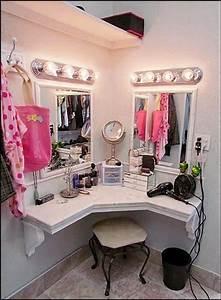Make Up Schrank : frauen lieben make up mit diesen 13 make up tischen zum selbstmachen wird das schminken noch ~ Frokenaadalensverden.com Haus und Dekorationen